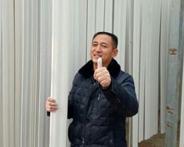 外地购买石膏线设备的客户竖起大拇指